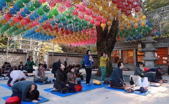 [사진]'수능 D-30' 기도하는 불자들