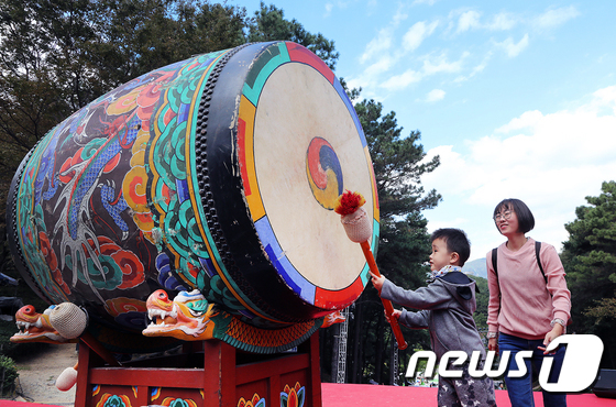 [사진]가을하늘 속에서 즐기는 전통문화