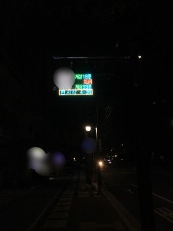 어스름한 새벽, 버스도 아직 오기 이른 시간에 환경미화원들은 출근을 한다. 시민들이 출근하기 전 깨끗한 거리를 만들기 위해서다./사진=남형도 기자