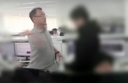 양진호 한국미래기술 회장이 웹하드 업체 '위디스크'의 전 직원을 폭행하는 영상이 지난달 30일 공개돼 파문이 일었다. /사진=뉴스타파 영상 캡처