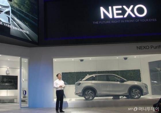 6일(현지시각) 중국 상하이 국가회의전람센터(NECC)에서 열린 '제1회 중국 국제 수입박람회'에서 박종진 현대차 연료전지시험개발실 실장이 발표하고 있는 모습 /사진제공=현대자동차