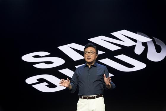 7일 미국 미국 샌프란시스코 모스콘센터에서 개막한 '삼성 개발자 컨퍼런스 2018'에서 고동진 삼성전자 IM부문장이 기조연설하고 있다. /사진제공=삼성전자.
