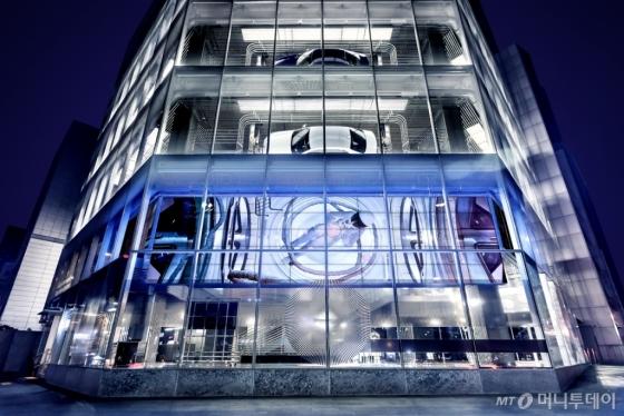 오는 9일 '미래 인류-우리가 공유하는 행성' 전시를 선보이는 현대 모터스튜디오 서울 외관/사진제공=현대차