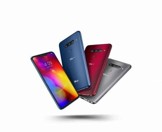 LG전자의 프리미엄 스마트폰 LG V40 THINQ와 LG 사운드 바가 CES 2019 최고 혁신상을 수상했다. /사진제공=LG전자