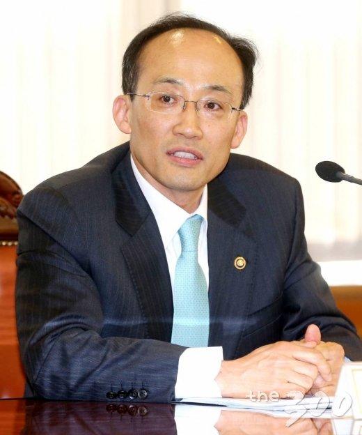 19일 오후 서울 명동 은행회관에서 열린 거시경제금융회의