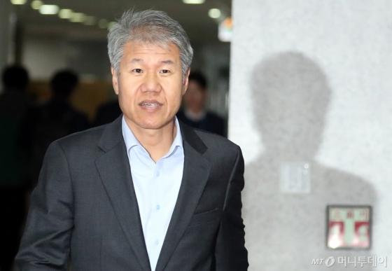 김수현 전 사회수석이 지난달 21일 서울 여의도 국회에서 열린 비리 유치원 문제해결을 위한 비공개 당정청협의회에 참석한 모습. 그는 9일 청와대 정책실장에 임명됐다. /사진제공=뉴스1
