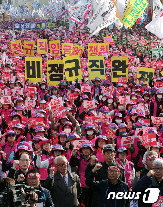 [사진]비정규직 철폐 촉구하는 민주노총 조합원들