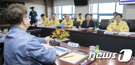 [사진]조명래 장관 '첫 행보는 미세먼지'