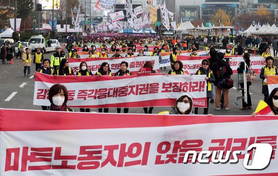 [사진]전국노동자대회 '힘찬 행진'