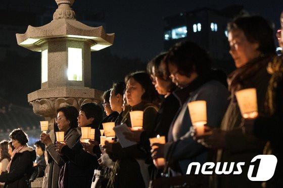 [사진]촛불 든 불자 학부모들