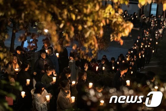[사진]수능 D-5...촛불 든 학부모들