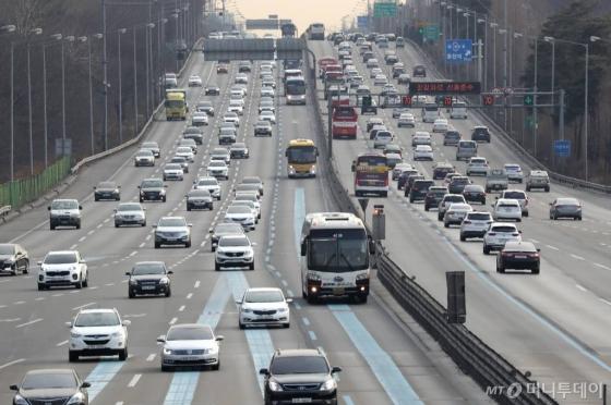 지난 9월 경기 성남시 서울톨게이트 인근 경부고속도로의 모습. /사진=머니투데이DB