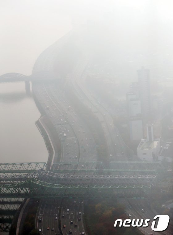 [사진]올림픽대로 상공의 미세먼지