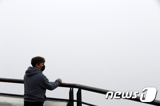 [사진]미세먼지 속으로 사라진 도심