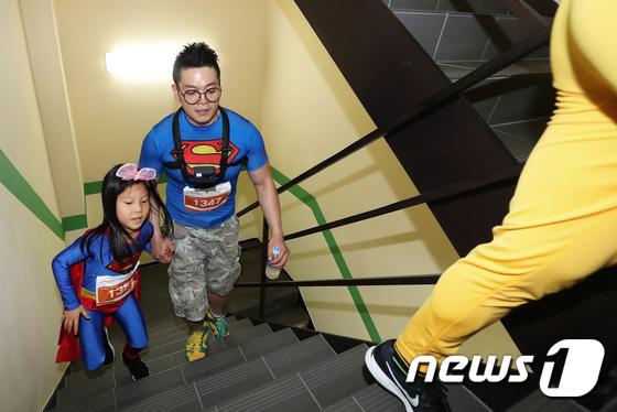 [사진]슈퍼맨 가족의 63빌딩 등정