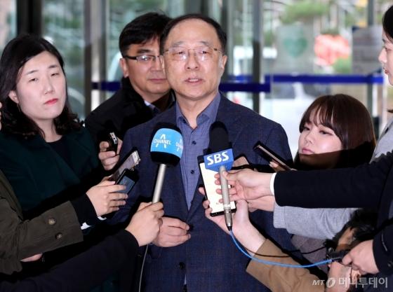 [사진]답변하는 홍남기 후보자