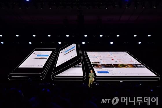 삼성 폴더블폰 디스플레이. /사진제공=삼성전자.