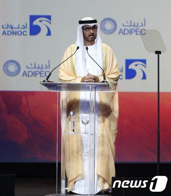 [사진][사진] 국제석유산업전시회서 연설하는 UAE 국무장관