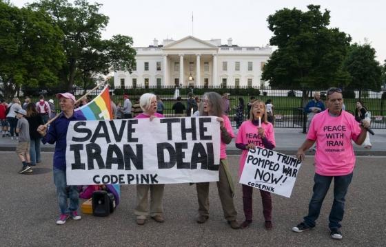 미국 시민단체 코드핑크 회원들이 지난 5월 7일(현지시간) 워싱턴 백악관 앞에서 /사진=뉴시스