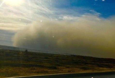 지난 25일 중국 간쑤성 지방을 덮친 모래폭풍. 사진제공= 뉴시스, 중신통신