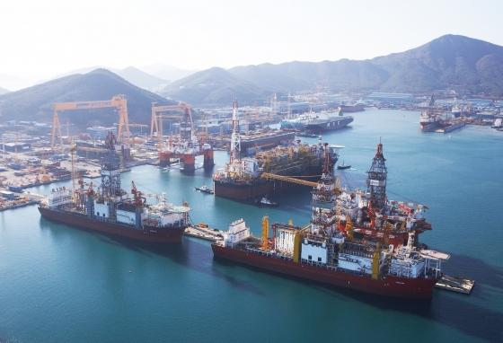 대우조선해양 옥포조선소 해양플랜트 건조 지역에서 건조중인 해양설비들