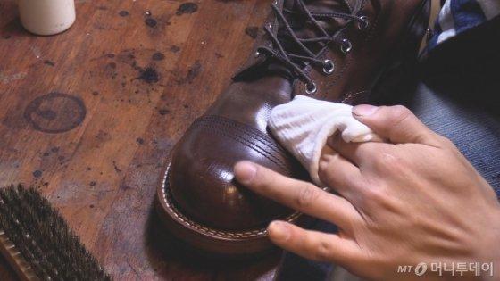 구두닦이는 '실패한 사람', '못 배운 사람들이 하는 일'이라는 편견이 있다. /사진= 이상봉 기자