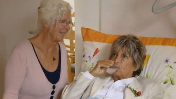 2010년 7월29일, 미셀 코스가 그의 74세 생일에 의사조력죽음을 맞이하는 장면. /사진=유튜브