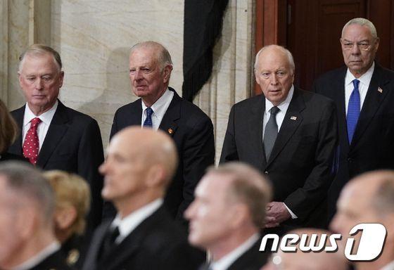 [사진][사진] 부시 추모식장 도착한 전 부통령과 전 국무장관들