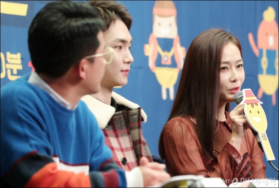 [★화보]홍수현, '애써 밝은 모습으로 제작발표회 참석'