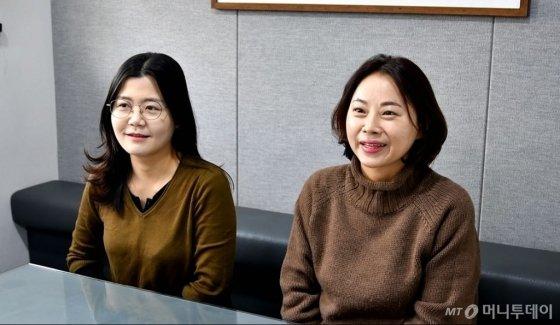 설대리와 함께 근무 중인 김미선 부장(오른쪽)과 박수혜 과장. /사진=김소영 인턴기자