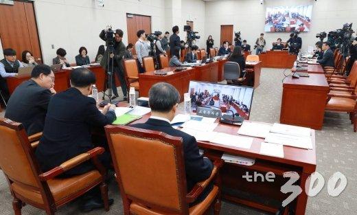 지난 6일 오전 서울 여의도 국회에서 '유치원 3법' 등을 논의하기 위한 교육위원회 법안심사소위원회가 진행되고 있다. /사진=이동훈 기자