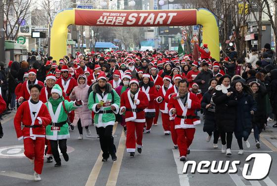 [사진]신촌 달리는 산타