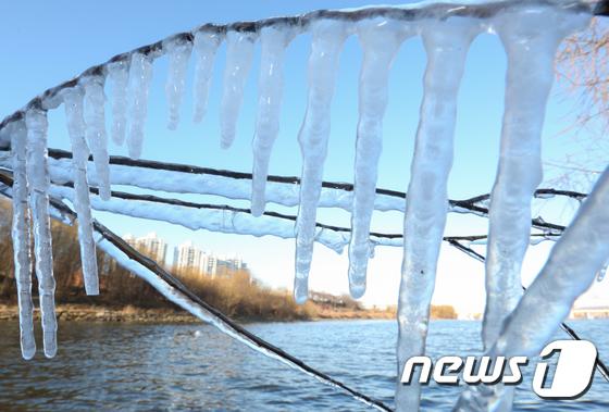 [사진]지속되는 북극 한파 '월요일 낮부터 풀린다'