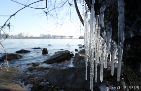 [사진]한강도 북극한파에 '얼음'