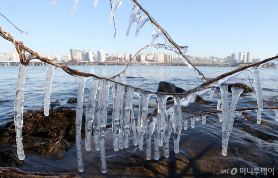 [사진]강력 한파에 얼음왕국 된 서울