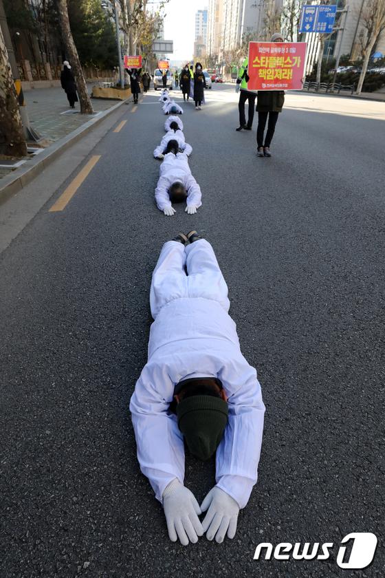 [사진]한파 뚫고 오체투지 나선 파인텍 노동자들