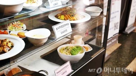 한양대 학생식당 앞 진열대. 할랄 메뉴는 단 하나 뿐이었다./사진=이상봉 기자
