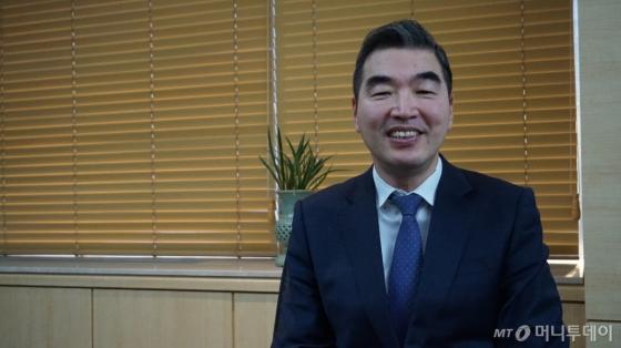 정규돈 국제금융센터 원장이 10일 서울 중구 명동에 위치한 국제금융센터 사무실에서 <머니투데이>와 만나 인터뷰하고 있다. /사진=머니투데이