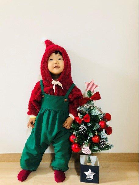 장현정씨(33)가 만든 옷을 입고 활짝 웃는 권하엘양(19개월)./사진=독자 제공