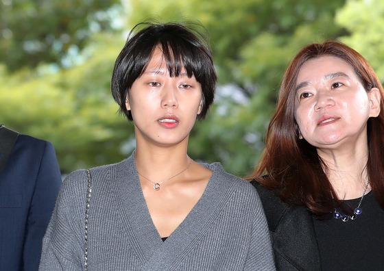 비공개 촬영회에서 노출사진을 강요당하고 성추행 당했다고 폭로한 유튜버 양예원씨가 지난 10월10일 서울 마포구 서부지법에서 열린 공판에서 공개증언을 하기 위해 출석하고 있다. /사진=뉴스1