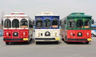 서울시티투어버스 중 트롤리버스는 고풍스러운 외관으로 인기가 높다. 하지만 일부 이용객들 사이에서 나무의자가 불편하고 다국어 안내서비스가 미흡하다는 지적이 나온다. /사진 제공=서울시 관광 홈페이지