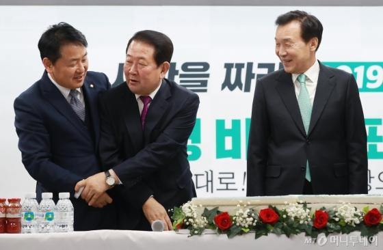 [사진]박주선-김관영 '형님 먼저, 아우 먼저'