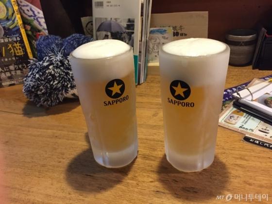 삿포로에서 마신 삿포로 프리미엄 생맥주. 차가운 잔에 담긴 부드러운 크림 생맥주 맛이 일품이다.
