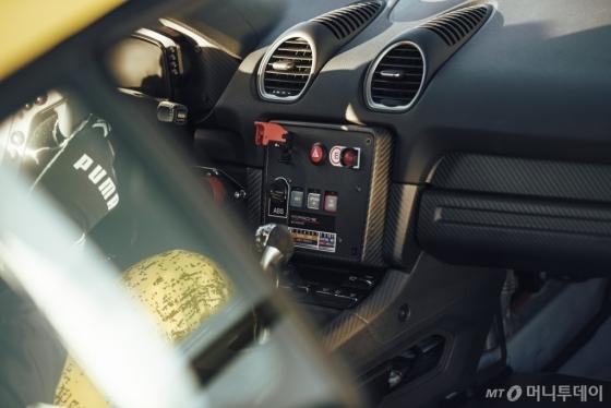 '718 카이맨 GT4 클럽스포츠' 내부/사진제공=포르쉐코리아