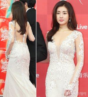강소라, 뒤태 드러낸 드레스 패션…