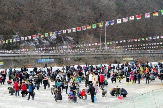 지난해 진행된 2018 안동 암산얼음축제 현장 사진/사진제공=안동 암산얼음축제 홈페이지