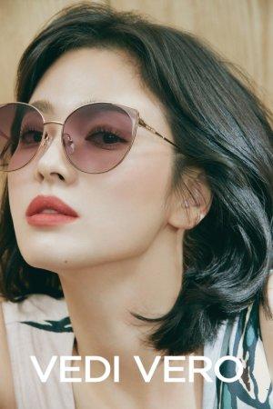 송혜교, 선글라스 화보 공개…세련미 '물씬'