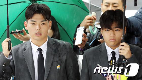 10대 보이밴드 더 이스트라이트 멤버 이석철(왼쪽), 이승현 형제. 2018.10.26/뉴스1 © News1 이재명 기자