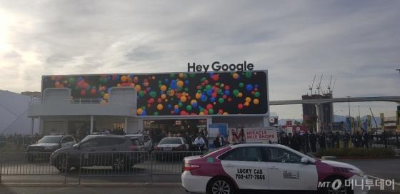 8일(현지시간) 미국 라스베이거스 컨벤션센터에서 개막한 'CES 2019'에서 구글이 따로 전시관을 차렸다./사진=황시영 기자