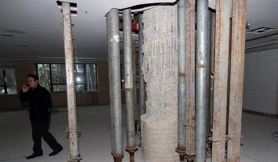 붕괴위험이 발견된 서울 강남구 대종빌딩의 기둥 모습. /사진=뉴스1